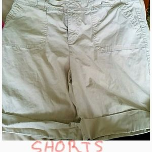 Sonoma Shorts  Great Pocket size 14